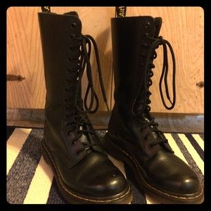 14 eye Dr Marten's 1914 Smooth Original